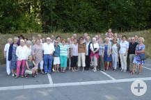 Gastfamilien und Waldbronner Besucher vor der Abfahrt