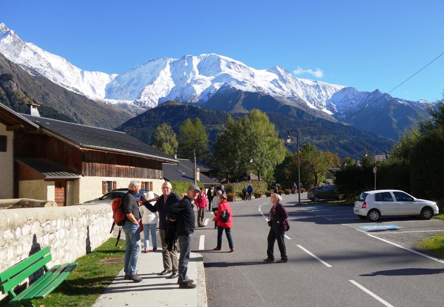 Blick von St. Nicolas auf das Mont Blanc Massiv