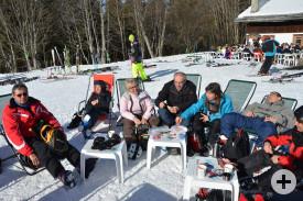 Sonnenbaden in der Pause beim Skifahren