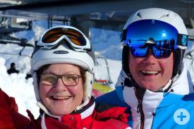 Freundeskreis-Vorsitzende Felicitas Naß und Bürgermeister-Stellvertreter Bernard Séjalon beim Skifahren