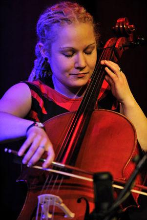 Eine Frau, ein Cello und 500 Jahre Musik - Johanna Stein