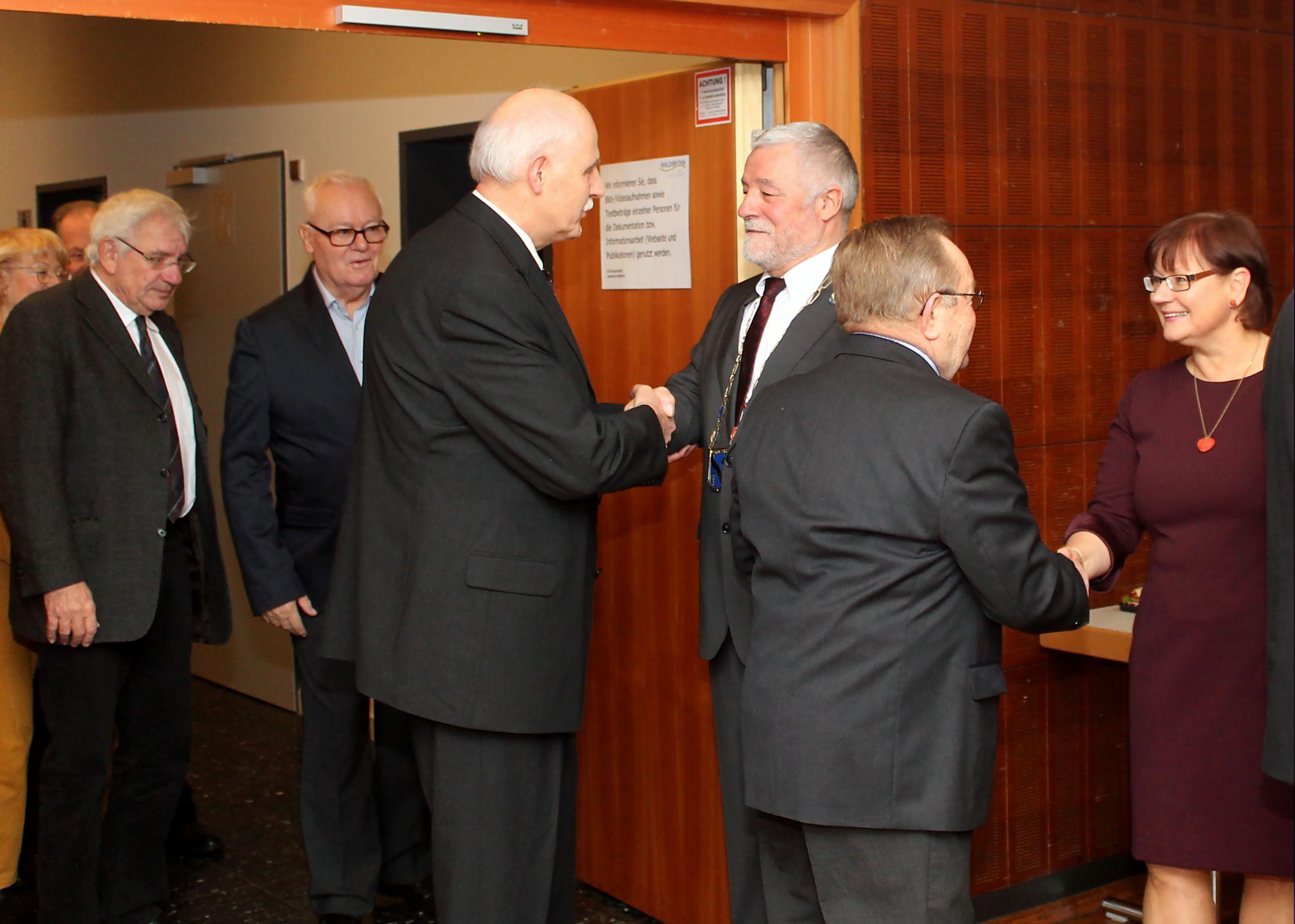 Bürgermeister Franz Masino und seine Ehefrau Michaela begrüßten die Gäste persönlich am Eingang des Kurhaussaales.