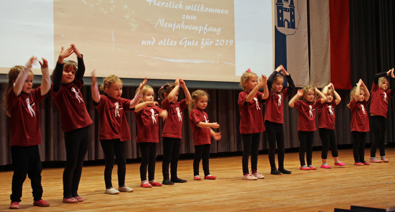 Schwungvoller Auftakt: Die Mini-Emotion-Kids tanzten zu zwei Schneeliedern.