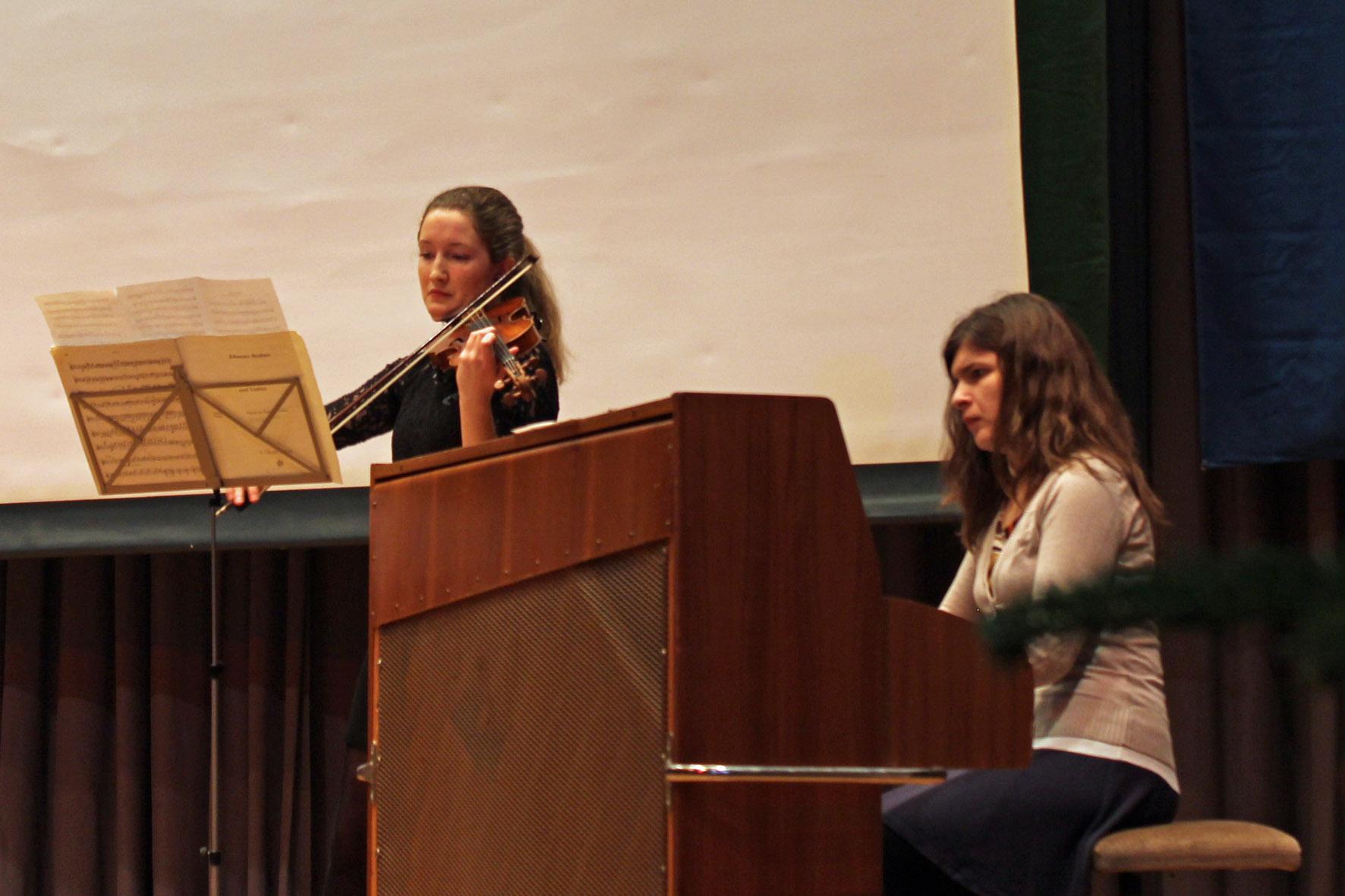 Musikalisch und technisch nahezu perfekt: Hannah Armbruster mit der Violine und Katja Poljakova am Klavier.