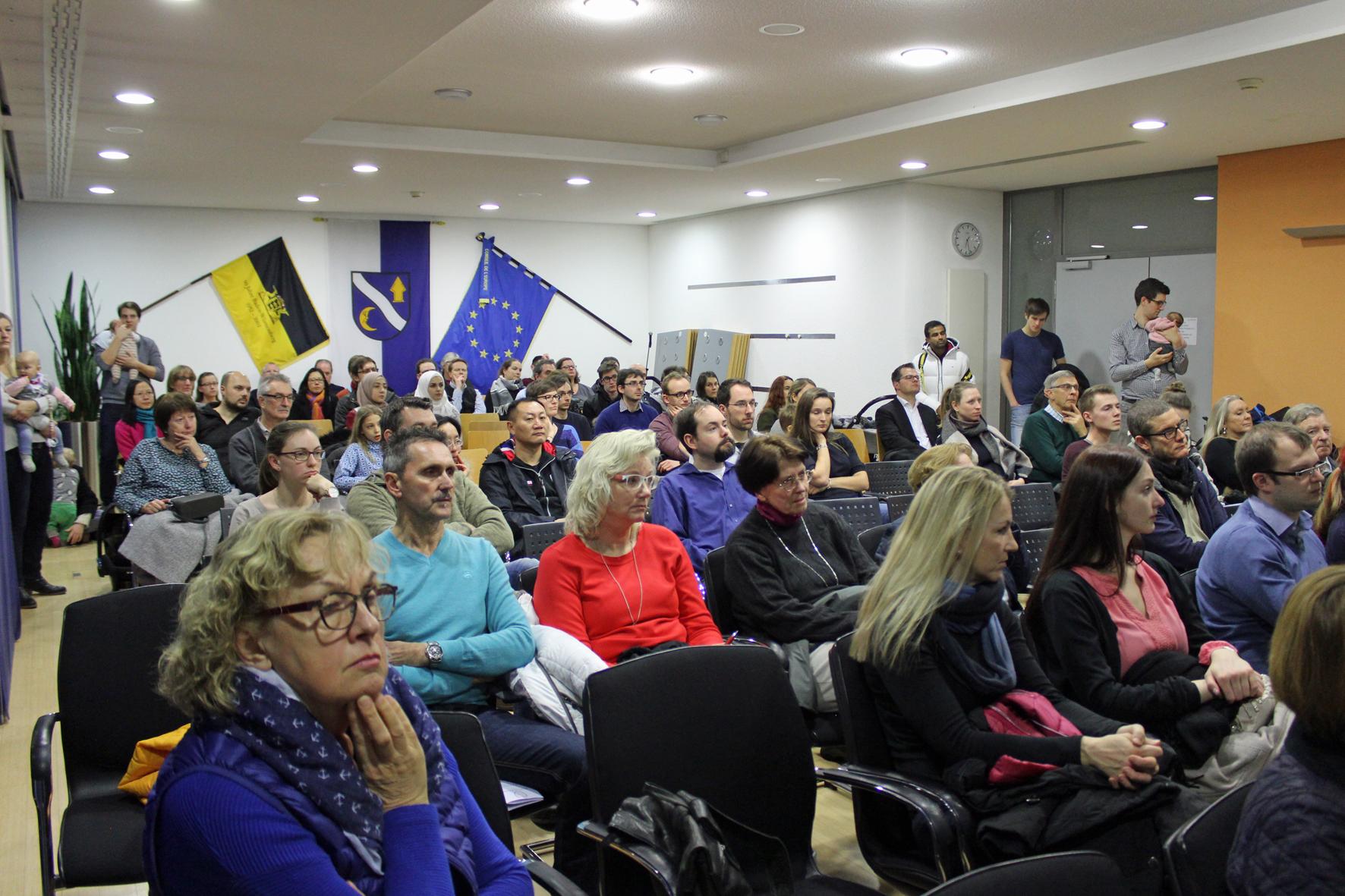 Neubürgerempfang im Rathaus - viele Einrichtungen informierten bereits im Bürgersaal.