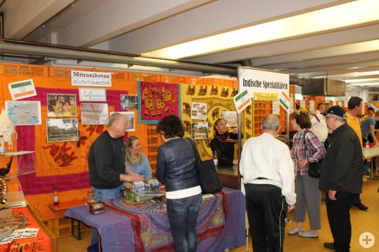 Am Infostand konnten sich die Besucher über das Hilfsprojekt in Indien informieren.