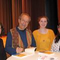 Rafik Schami im Gespräch mit Zuhörern aus dem Publikum im Kurhaus Waldbronn.