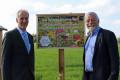 Gemeinsame Auftaktveranstaltung zum Bienensommer 2017: Die Bürgermeister Jens Timm aus Karlsbad und Franz Masino.
