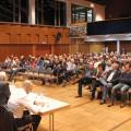 Während der gut besuchten Einwohnerversammlung im Kurhaus informierte die Verwaltung über verschiedene Themenbereiche. Bestimmendes Thema bei den Bürgerfragen war der Eistreff.