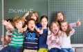 Schulkinder vor der Tafel, Bild Fotolia 81367446