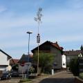 Der Etzenroter Maibaum in der Ortsmitte.   Bild: Gemeinde Waldbronn