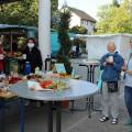 Anlässlich der Fairen Woche gab es am Markttag fairen Kaffee von der Steuerungsgruppe Fairtrade.  Bild: Gemeinde Waldbronn