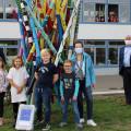 Die Schülerinnen und Schüler freuen sich über ihre neue EnBW EnergieBox.  Bild: Gemeinde Waldbronn