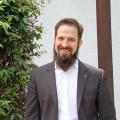 Pfarrer Andreas Waidler wird am kommenden Sonntag, 25. Juli offiziell in sein Amt eingeführt. Unser Bild zeigt ihn an seinem Lieblingsplatz im Innenhof des Gemeindezentrums.
