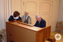 Henri vom Comité St. Gervais an der Orgel