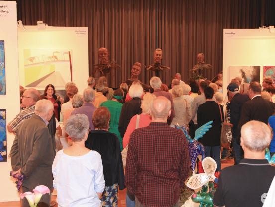 Gedränge im Kurhaus bei der Vernissage am Freitag, den 24. 8.