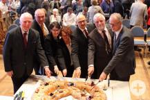 Traditioneller Brezelanschnitt (v.l.): Minister a.D. Erwin Vetter, MdB Axel Fischer (CDU), MdL Christine Neumann-Martin (CDU), Petra Müller-Vogel (Bürgermeisterin von Gaiberg), Johannes Arnold (Oberbürgermeister Ettlingen), Jens Timm (Bürgermeister Karlsb