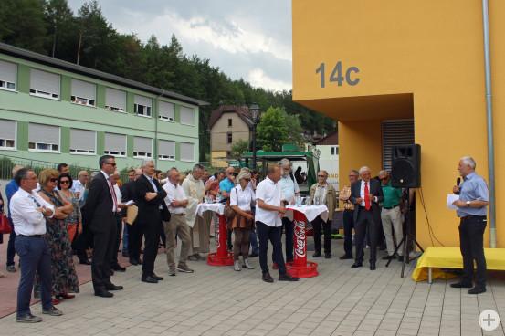 Bürgermeister Franz Masino (rechts im Bild) dankte auch den vielen Ehrenamtlichen, die die Flüchtlingen mit offenen Armen empfangen.
