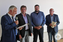 Bürgermeister Franz Masino verabschiedete Udo Mackert, Ralf Störzbach und Peter Buss als langjährige Gemeinderäte (v.l.).