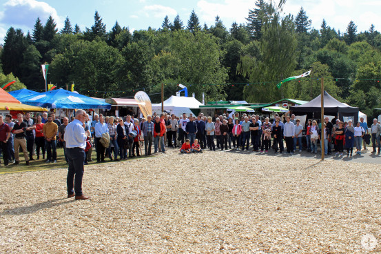 Bürgermeister Franz Masino begrüßte die vielen Besucher auf dem Kurparkfest.