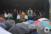 Der ökumenische Gottesdienst war trotz Regens am Sonntag sehr gut besucht.