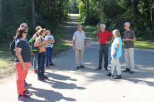 Im Kurpark traf sich eine Wandergruppe.