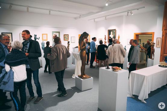 Mit rund 120 Gästen war die Ausstellungseröffnung mit den Werken von Erwin A. Schinzel in der ehemaligen Musikschule sehr gut besucht. Bilder (3): Samuel Mindermann