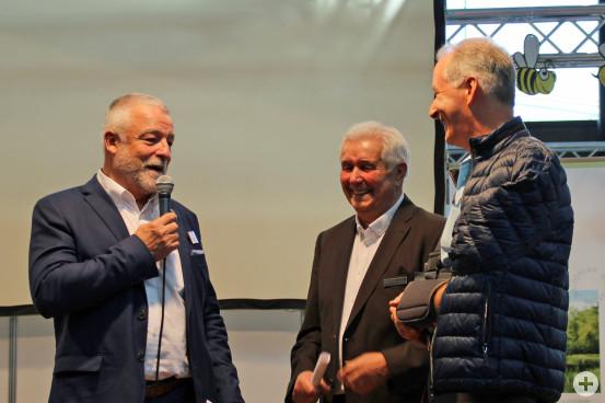 Die Bürgermeister Masino und Timm mit Klaus Steigerwald bei der Begrüßung.