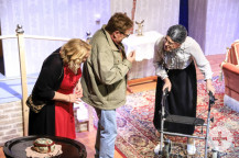 """""""Ich dachte, du bist tot!"""": Szene mit Katrin Kraft, Gerd Kiecherer und Martin Kage."""
