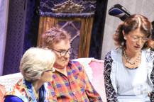 """""""Ich bin in einer anderen Dimension """": Szene mit Gabrielle Schiller, Gerd Kiecherer und Birgit Jensen."""