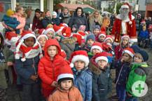 Der Nikolaus mit Kindergartenkinder