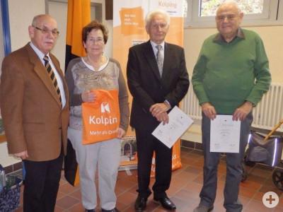 Vorsitzender Manfred Peter ehrte bei der Kolpingsfamilie Busenbach Lilo Anderer (stellvertretend), Konrad Ochs und Bernhard Geisert (von links).