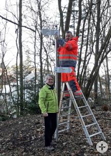 1. Franz Linemann, Schwarzwaldverein und Rolf Fecker, Bauhof bei der Schildermontage.