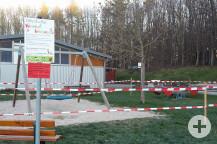 Die Spielplätze wurden abgesperrt. Auch hier dürfen sich die Kinder nicht mehr aufhalten.