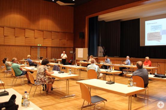 Auf der Abschlussveranstaltung im Kurhaus wurde über die Bürgerbeteiligung beim Mehrgenerationenhaus informiert. Bild: Gemeinde Waldbronn