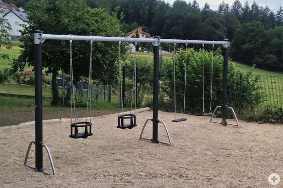 Neue Schaukelanlage auf dem Spielplatz in der Hohbergstraße. Bild: Gemeinde Waldbronn