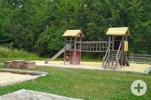 Neue Dächer auf dem Klettergerüst. Bild: Gemeinde Waldbronn