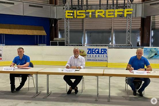 Bei der Vertragsunterzeichnung (v.l.): Alexander Schroth, Bürgermeister Franz Masino und Manfred Wolf.