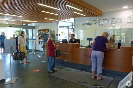 Bei allen Besuchern war die Freude über die Wiedereröffnung der Albtherme Waldbronn sehr groß. Bild: Kurverwaltung Waldbronn