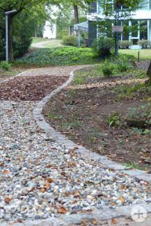 Der neu angelegte Barfußpfad im Waldpark ist für Jung und Alt gleichermaßen geeignet. Bild: Gemeinde Waldbronn