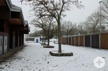 Unser Bild zeigt links die Festhalle, in der die Firma Aldi seinen Interimsmarkt eröffnen will und rechts die Garagen von denen einige weichen müssen.   Bild: Gemeinde Waldbronn