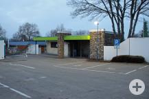 Für das neue Feuerwehrhaus muss unter anderem der Eingangsbereich mit dem Kassenhäuschen verlegt werden.  Bild: Gemeinde Waldbronn