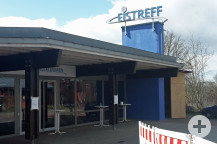 Das neue Testzentrum ist unter dem Vordach des Eistreffs eingerichtet worden.  (Bild: Gemeinde Waldbronn)