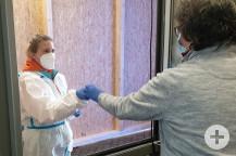 Nur medizinisch vorgebildetes oder geschultes Personal nehmen die Testungen vor.   (Bild: Gemeinde Waldbronn)