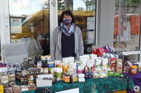 Die Helferinnen vom Weltladen steht wöchentlich auf dem Marktplatz.  Bild: Gemeinde Waldbronn